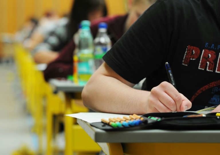 Lehrerverbandspräsident mahnt in Debatte um Mathe-Abi zu Gelassenheit