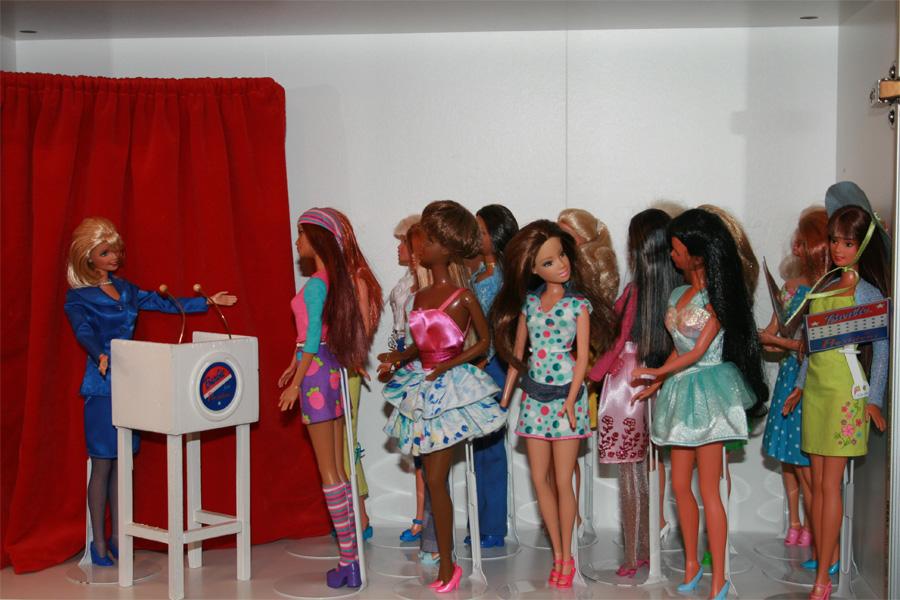 Führung durch die Barbie-Ausstellung im Spielzeugmuseum (Foto: Stadt Ratingen)