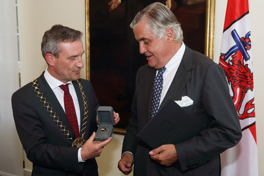 Großer Ehrenring für Patrick Schwarz-Schütte