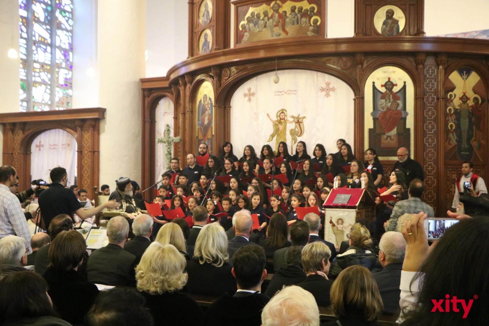 Ein Kinderchor singt für den Papst in der Bunkerkirche. (Foto: xity)