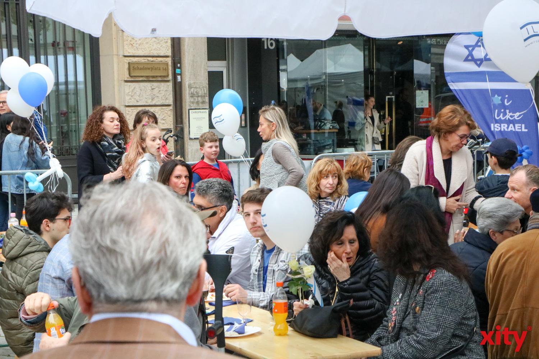 Neben kulinarischen Genüssen wurden die Gäste mit Musik in Stimmung gebracht (Foto: xity)