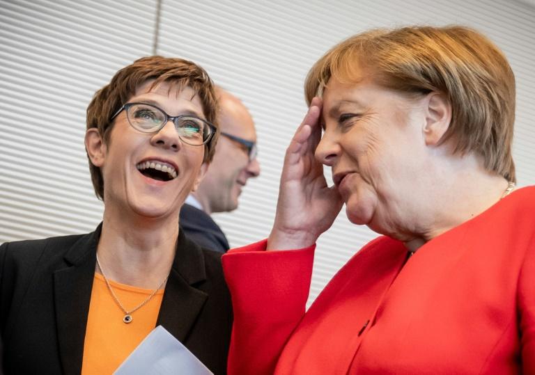 """Kramp-Karrenbauer: """"Säge nicht am Stuhl von Angela Merkel"""""""