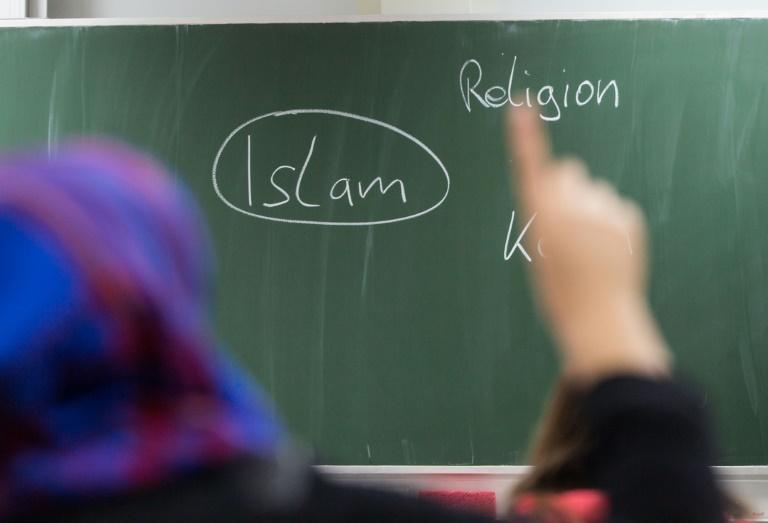 Kramp-Karrenbauer für Kopftuch-Verbot in Grundschulen und Kitas (© 2019 AFP)