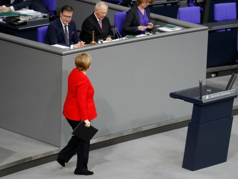 Kramp-Karrenbauer rechnet mit voller Amtszeit von Bundeskanzlerin Merkel