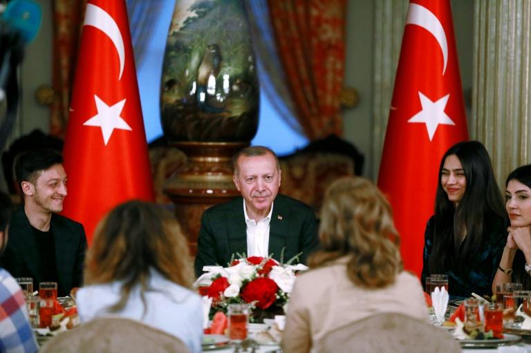 Özil speist in Istanbul mit Präsident Erdogan