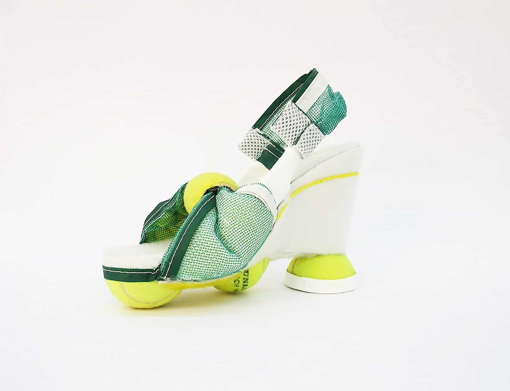 Nachhaltige Materialinnovationen: ein Schuh aus Tennisbällen ist auf der TEXTILEPOP zu sehen. (Foto: Hochschule Niederrhein)
