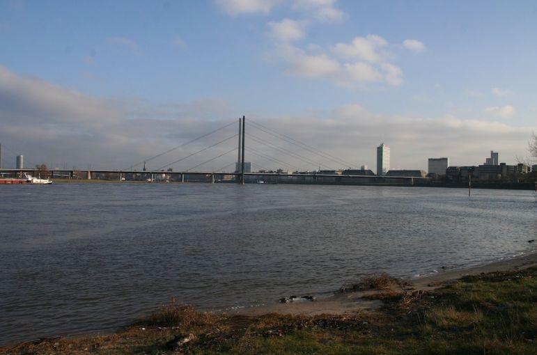 Polizei Düsseldorf ermittelt nach Unglücksfall am Rhein (Foto: xity)