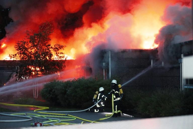 Großbrand in einer Grundschule im nordrhein-westfälischen Erkrath (© 2019 AFP)