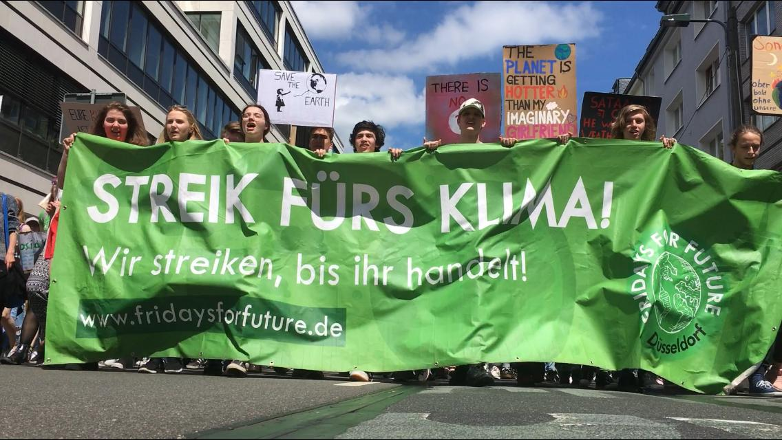 Fridays for Future protestiert vor dem NRW-Innenministerium (Foto: Fridays for Future)