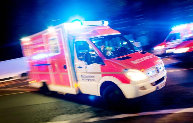Helfer springt nach Autobahnunfall in NRW aus Versehen von Brücke (© 2019 AFP)