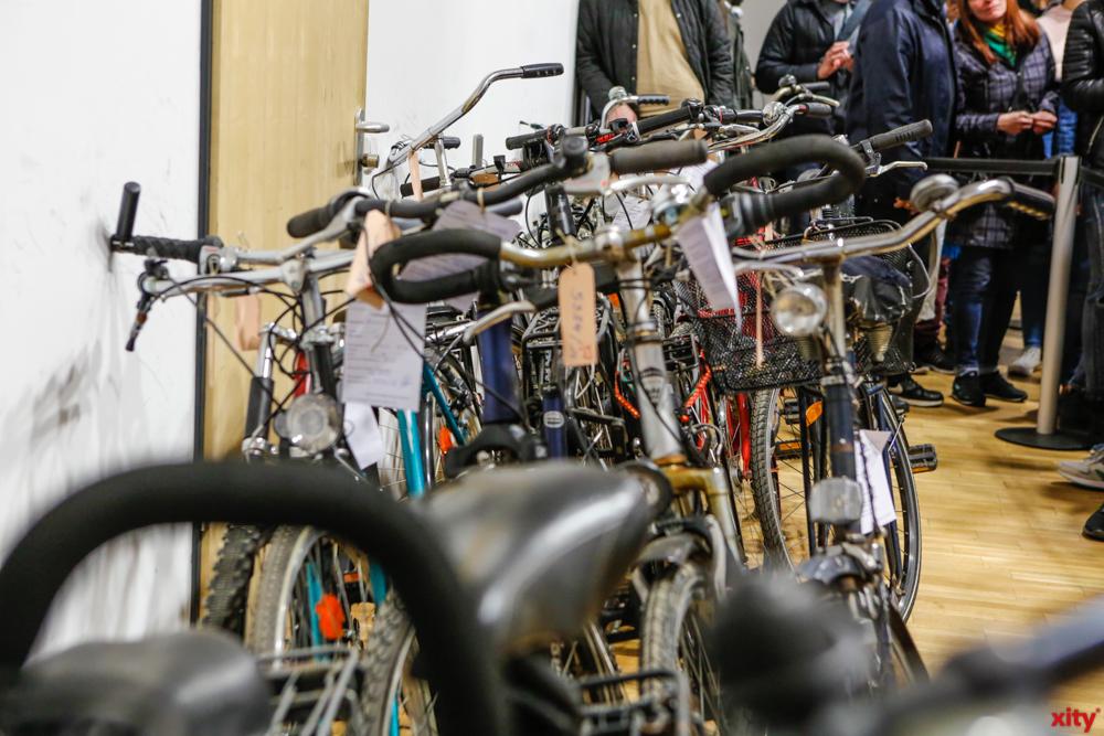 Ordnungsamt versteigert 80 gebrauchte Fahrräder/Renn-, Touren- und Mountainbikes (Foto: xity)