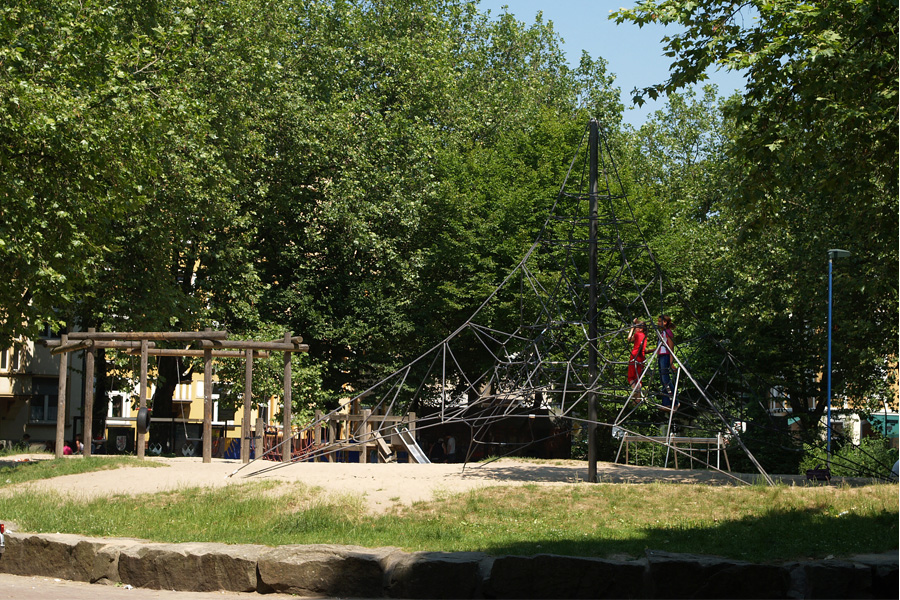 Der Spielplatz auf dem Hermannplatz ist eine von insgesamt sieben Anlagen, die saniert werden (Foto: Stadt Düsseldorf/Gartenamt)