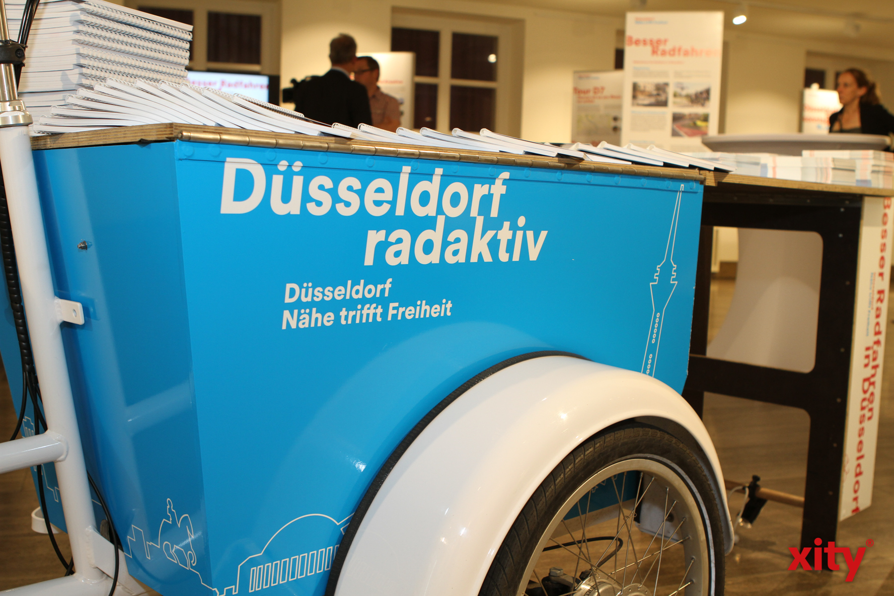 Ein Cargobike dient in der Ausstellung als Infostan (Foto: xity)