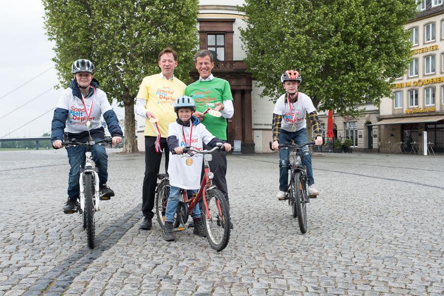 Stadtdirektor Burkhard Hintzsche und Eckhard Forst von der NRW.BANK (Foto: Stadt Düsseldorf/Uwe Schaffmeister)