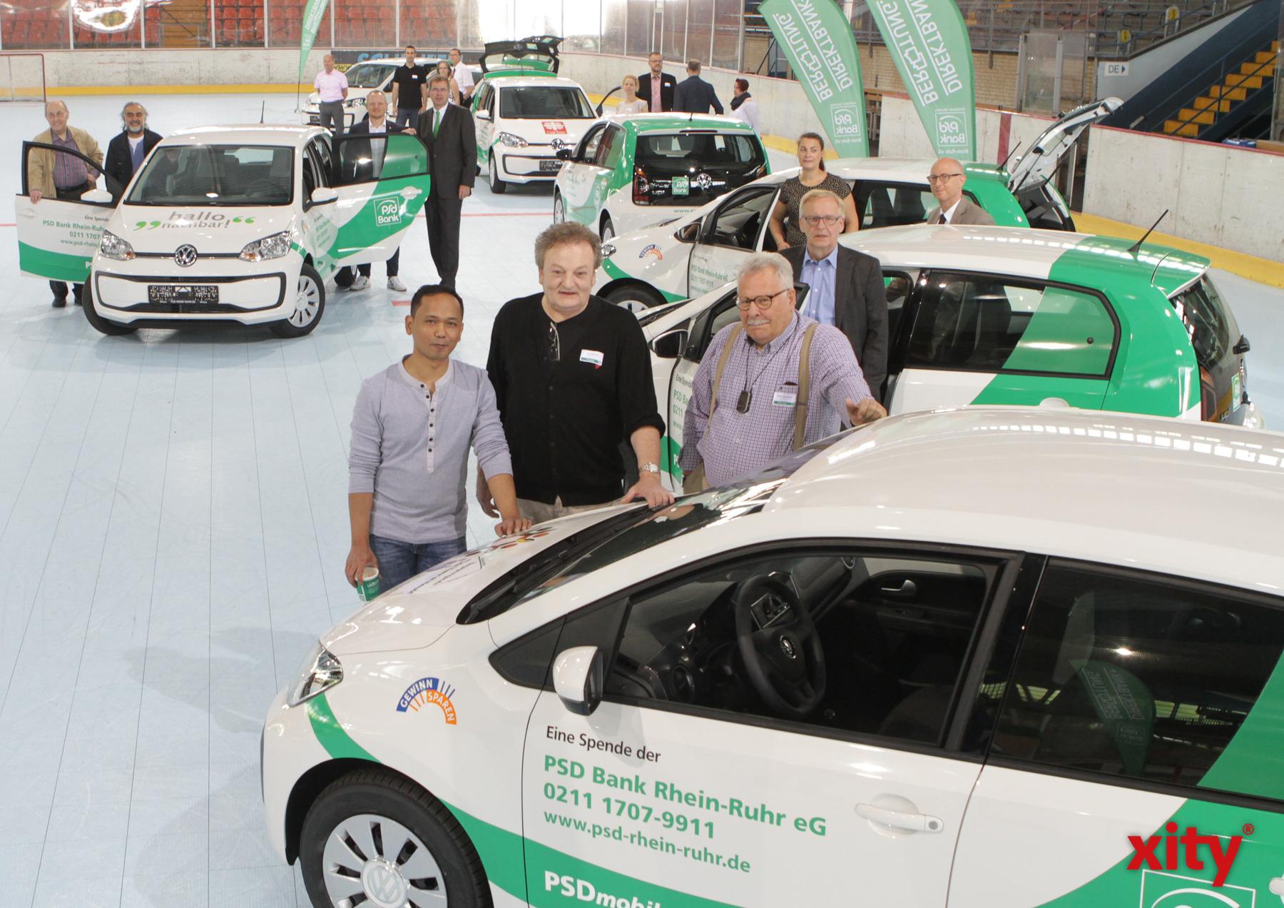 Acht gemeinnützige Vereine erhielten am Mittwoch ein neues Auto gespendet (Foto: xity)