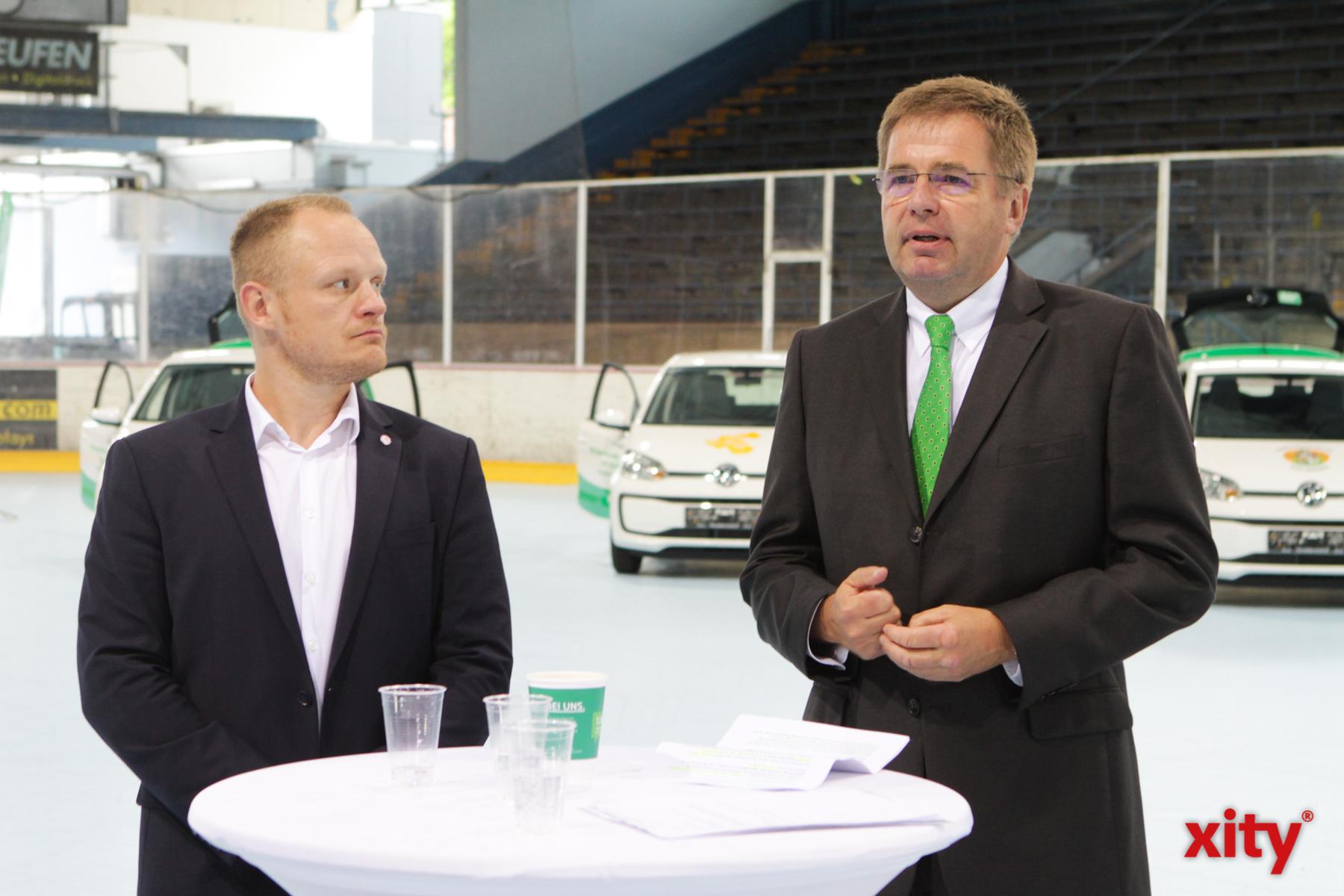 Daniel Kreutzer und August-Wilhelm Albert übergaben die Spende (Foto: xity)