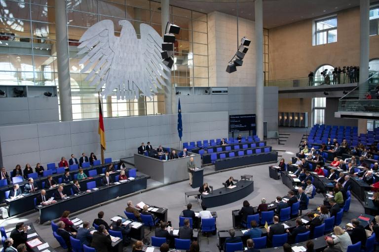 Bundestag entscheidet über Gesetz Kindergeld-Betrug und Schwarzarbeit (© 2019 AFP)