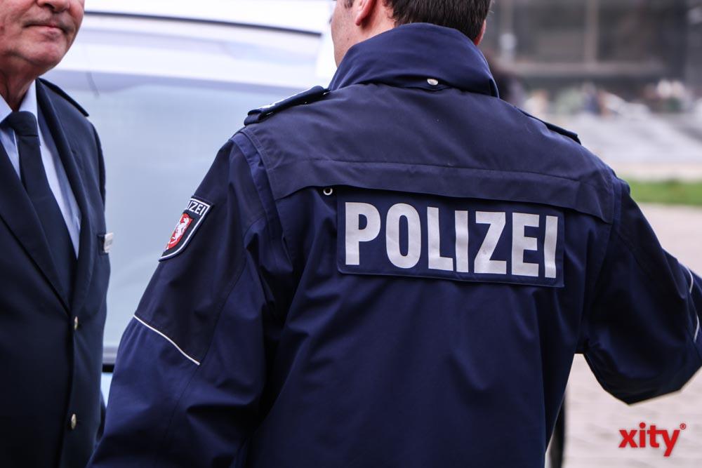 Schaustellergelände in Rath: Düsseldorfer Polizei stellt entwendeten Bagger sicher (Foto: xity)