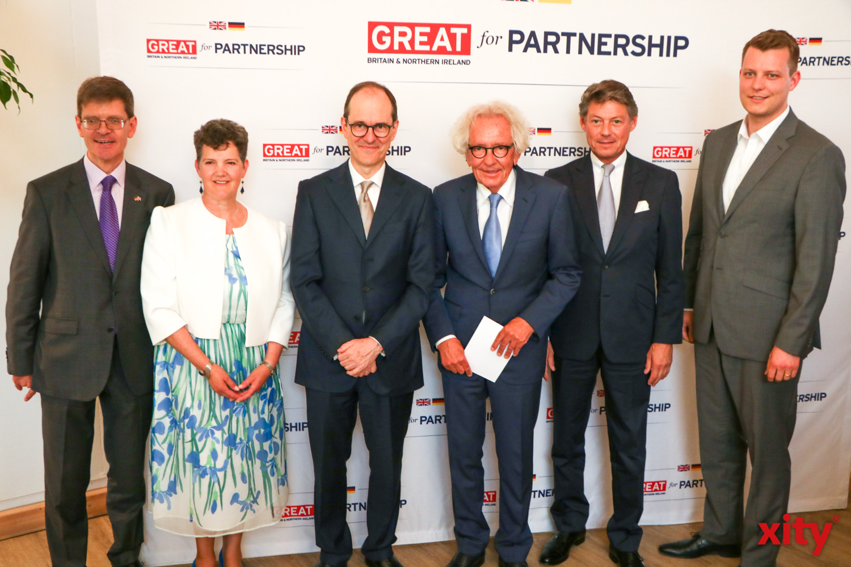 Konsul Rafe Courage, Theresa Courage, Botschafter Sir Sebastian Wood, Dr. Stephan Holthoff-Pförtner und sein Partner Klaus M. Sälzer (Foto: xity)