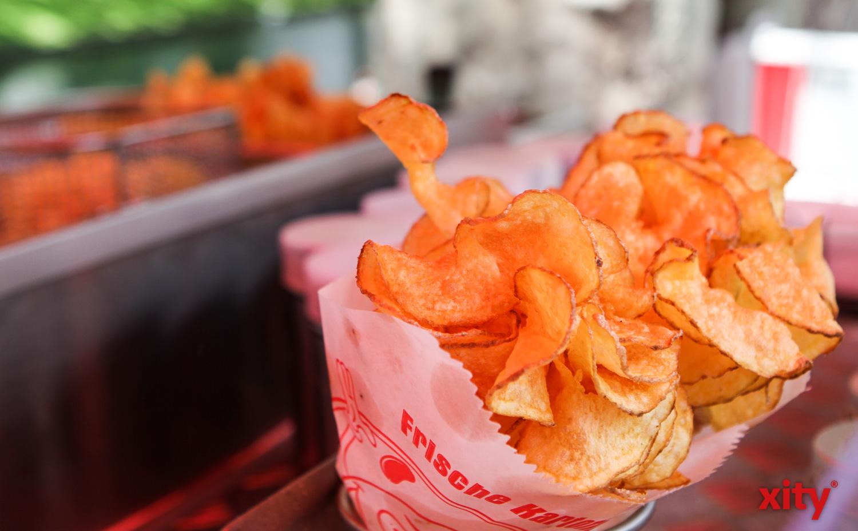 Frisch gebratene Kartoffelchips (Foto: xity)