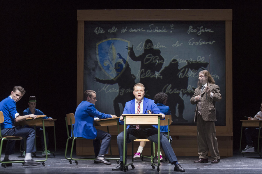 """Archivfoto der Uraufführung von """"Geisterritter"""" im Theater Bonn (Foto: Thilo Beu)"""