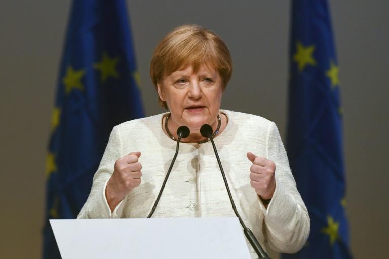 Handelshochschule Leipzig verleiht Merkel die Ehrendoktorwürde