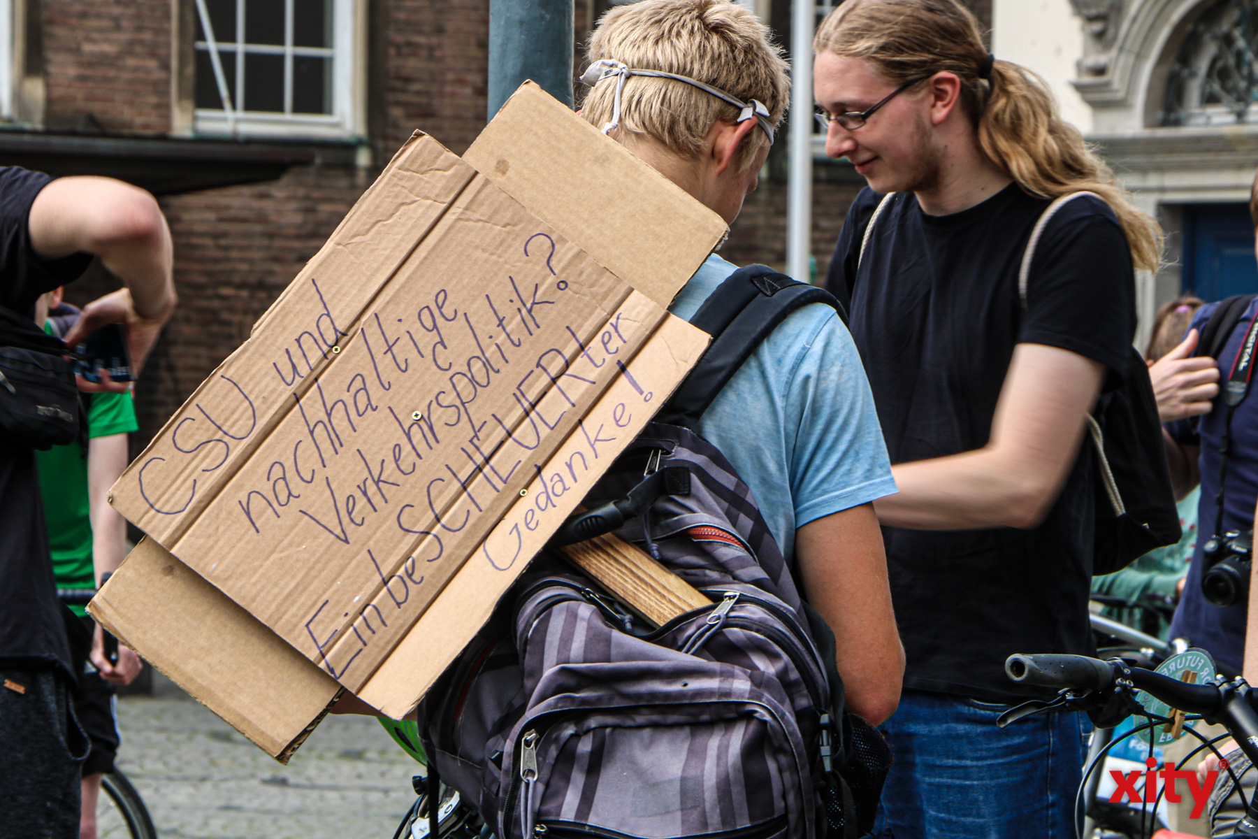"Motto der Demo war: ""Fahrradweg, Auto weg - FahrRad for Future!"" (Foto: xity)"