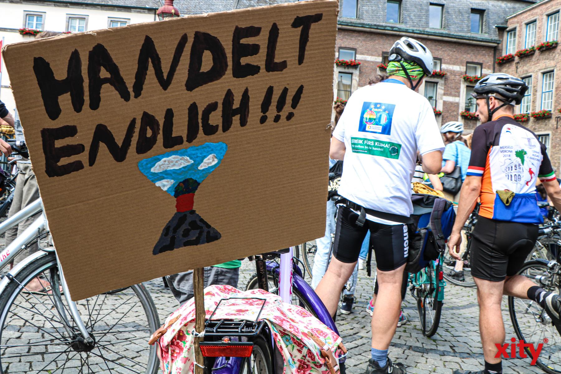 Die Demonstrierenden fordern einen Verkehrswandel in der Landeshauptstadt (Foto: xity)