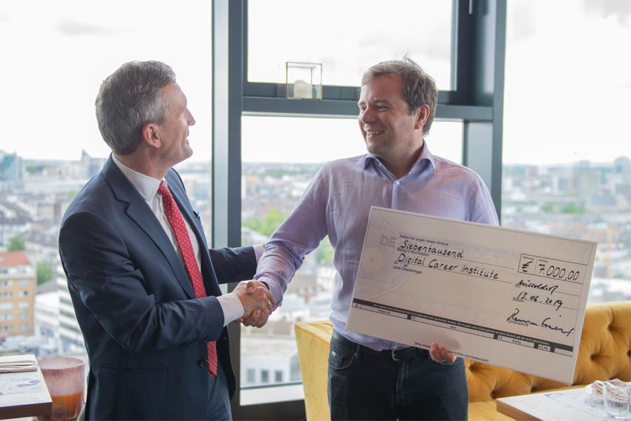 """7.000 Euro für das Projekt """"Devugees"""""""