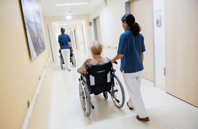Kabinett berät über Gesetz für höhere Löhne in der Altenpflege