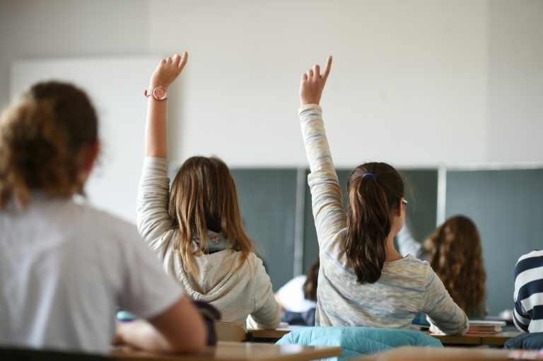 Karliczek sieht Bildungspakt als Antwort auf Wissenslücken bei Abiturienten