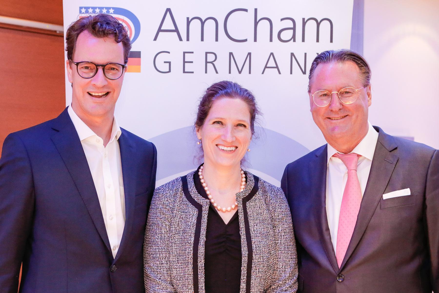 Hendrik Wüst, Fiona Evans und Dr. Alexander Schröder-Frerkes (Foto: xity)