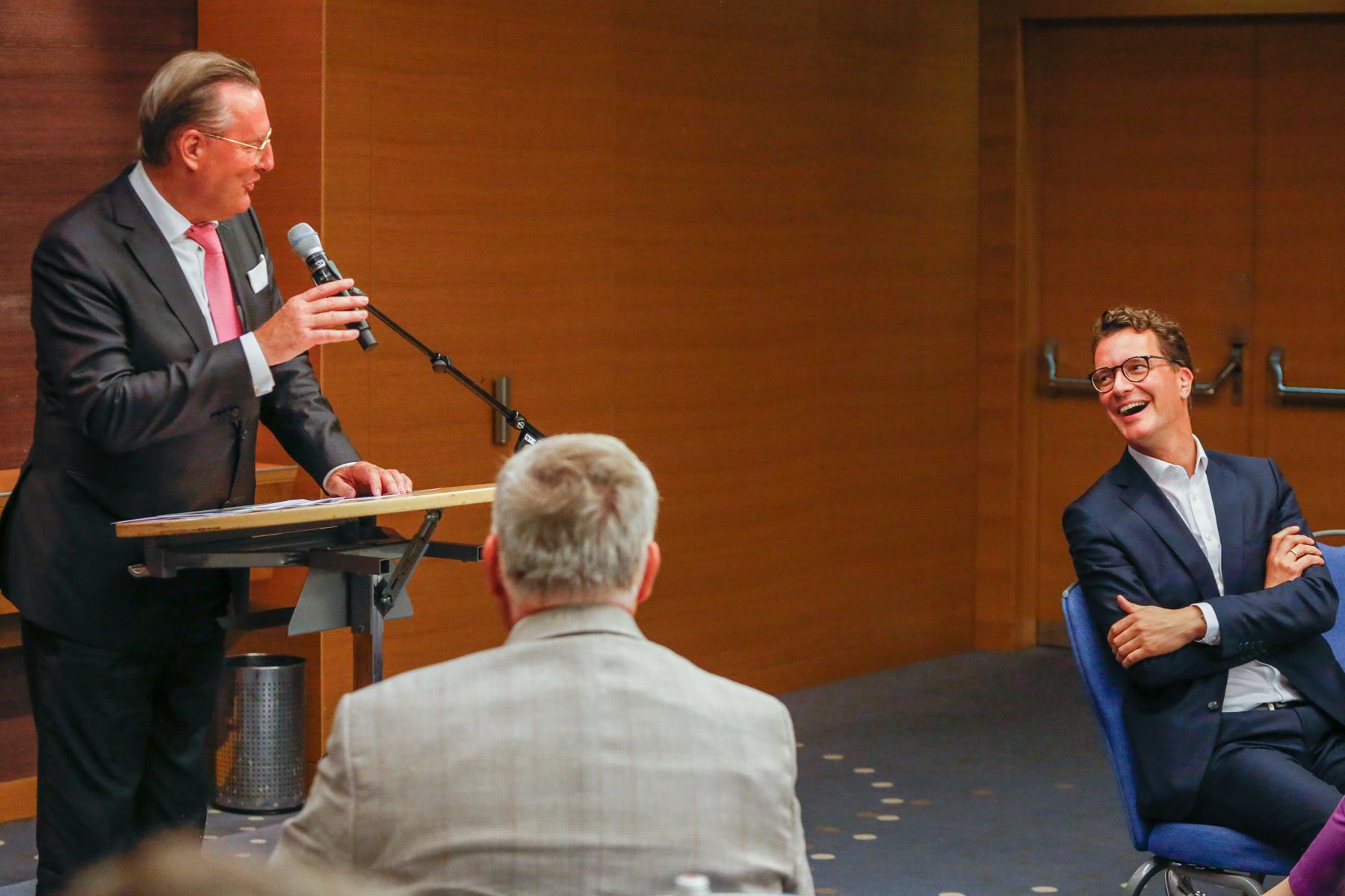 NRW-Minister Wüst warnte davor Autofahrer für ihre Emmissionen zu bestrafen, ohne Alterantiven zu nennen (Foto: xity)