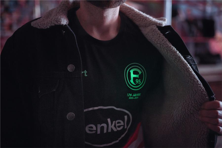 Fortuna-Logo leuchtet im Dunkeln (Foto: Fortuna Düsseldorf)