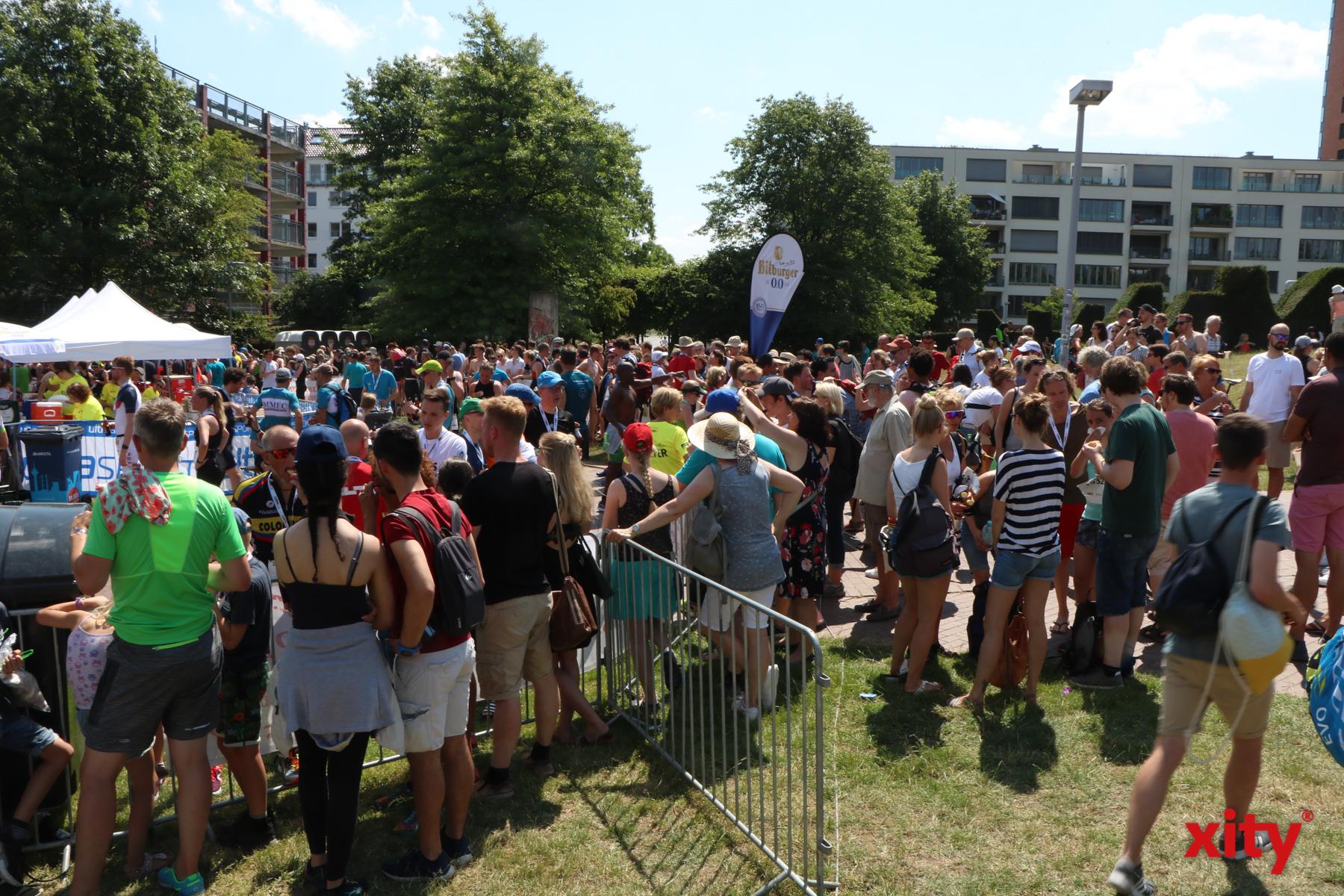 Tausende warteten am Ziel auf ihre Liebsten (Foto: xity)