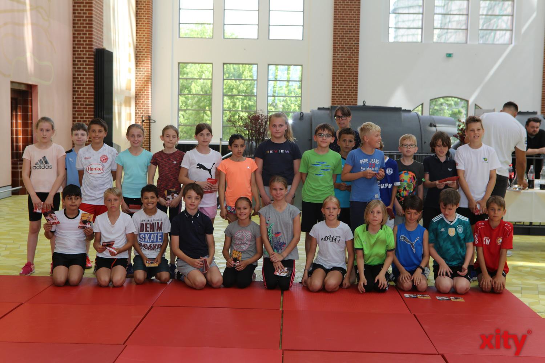 Die Kinder der Franz-Vaahsen-Grundschule und der Heinrich-Heine-Grundschule freuten sich sehr (Foto: xity)