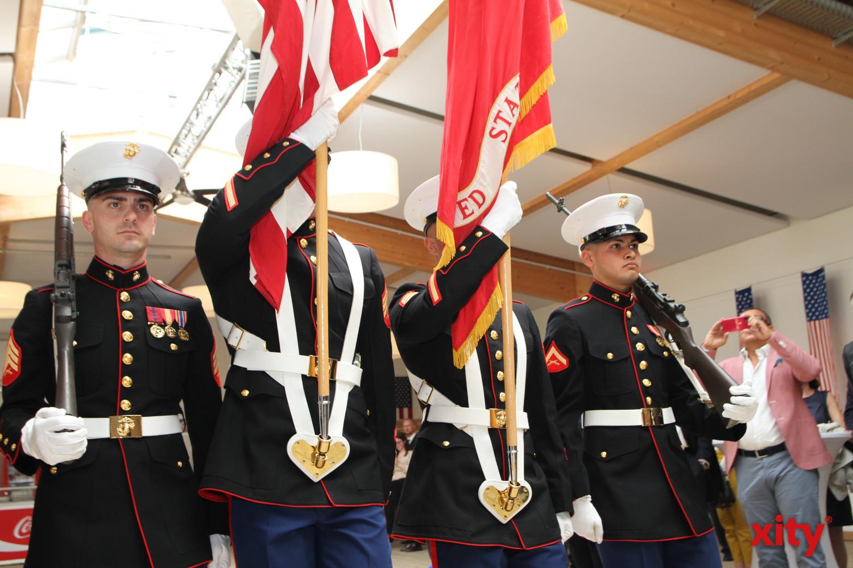 US-Marines präsentierten die Flagge (Foto: xity)