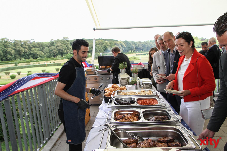 Traditionell gab es auf dem Fest zum Independence Day in Düsseldorf ein großes Barbecue (Foto: xity)
