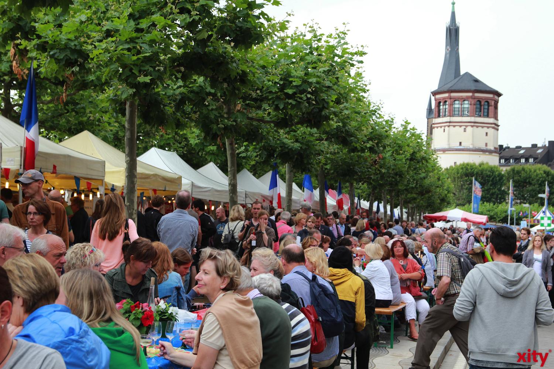 Auf der Rheinuferpromenade wird wieder ein Französischer Wochenmarkt aufgebautr (Foto: xity)