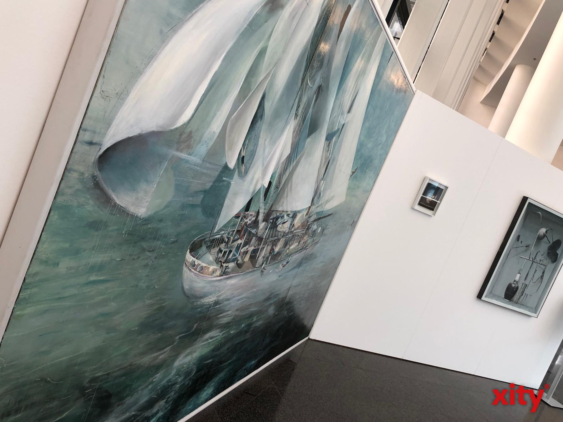 Großformatige Malereien werden ebenso gezeigt wie Skulpturen und Fotografien (Foto: xity)