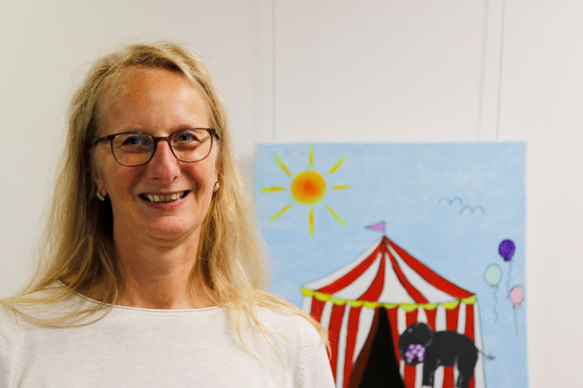 Silke Hufenbach koordiniert die Schulung für angehende Pflegeeltern. Das Jugendamt bietet ständigen Kontakt und Begleitung an. (Foto: Mathis Schneider/Märischer Kreis)