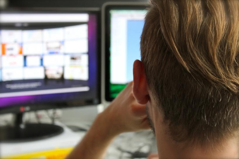 """Wer bewältigt die tägliche Informationsflut am Arbeitsplatz besser: """"Jung"""" oder """"Alt""""? (Foto: xity)"""