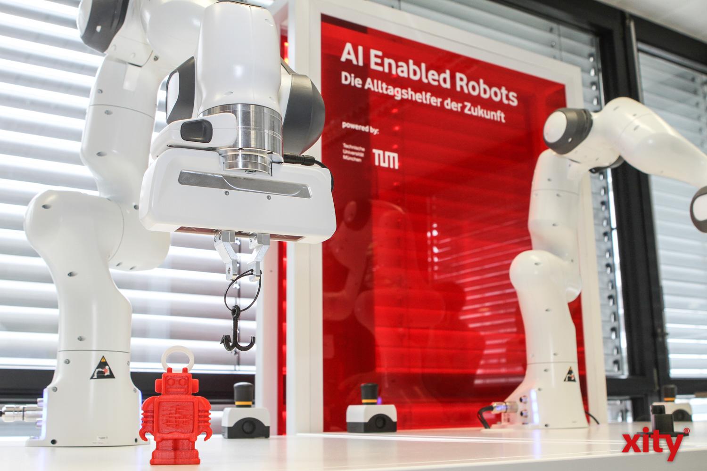 Die Teilnehmer mussten Roboterarme steuern (Foto: xity)