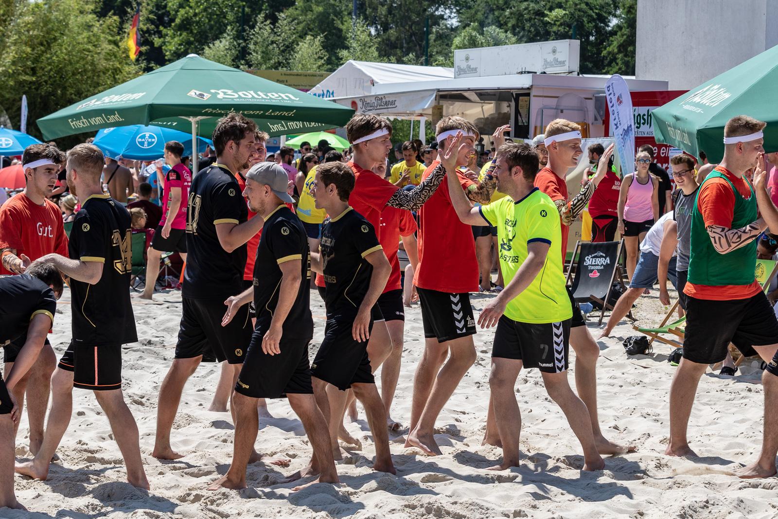 Fairplay gehört auch beim Beach Handball dazu. (Foto: photominister.de)