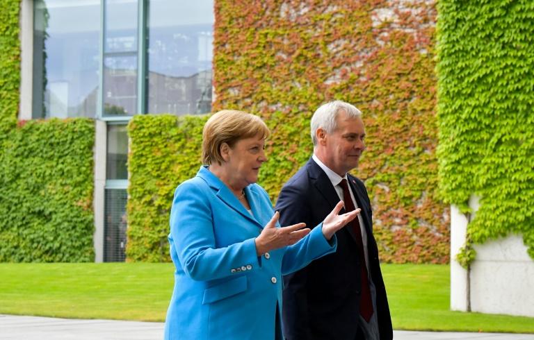 Erneuter Zitteranfall Merkels bei öffentlichem Auftritt