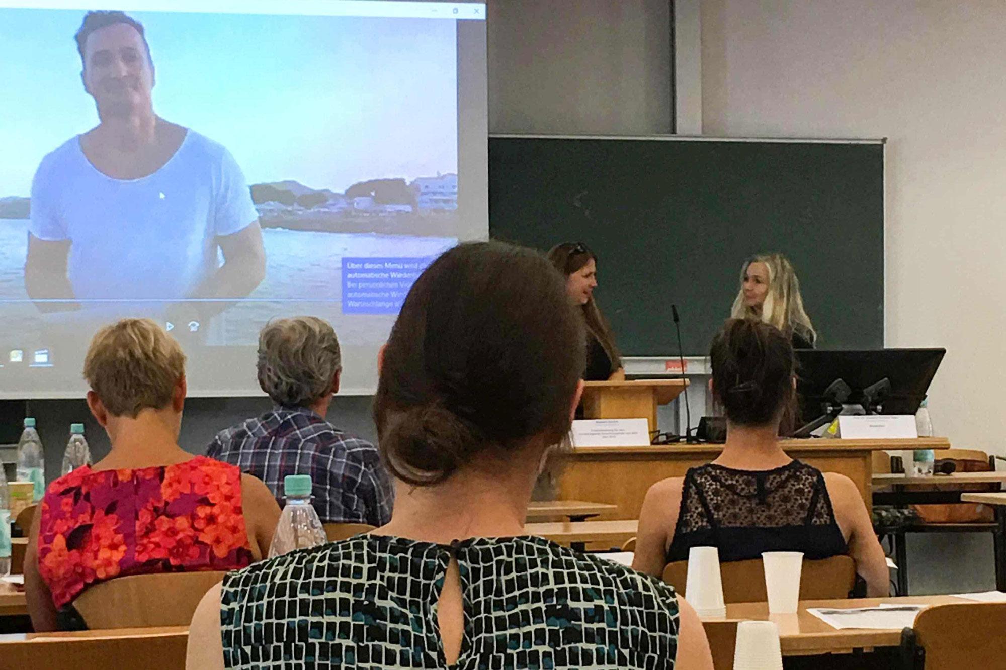 Der per Video zugeschaltete Preisträger Thomas Kwasniewski. (Foto: Hochschule Niederrhein)
