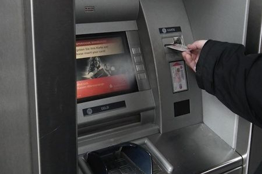 Unbekannte setzen gestohlene Debitkarten mit PIN ein (Foto: xity)