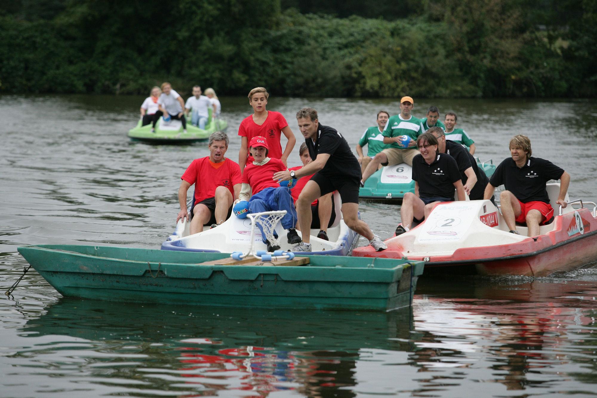 Voller Körpereinsatz beim Tretbootcup (Foto: Stadt Hanau)