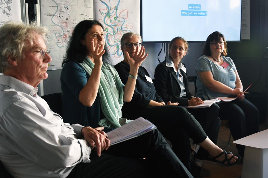 Diskussionsrunde mit Planungsdezernentin Cornelia Zuschke (Foto: Stadt Düsseldorf/urbanista, Tobias Hoss)