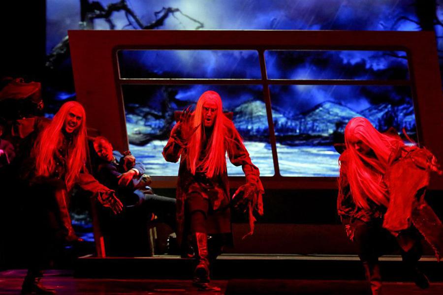 Die 'Geisterritter' halten im Opernhaus Einzug